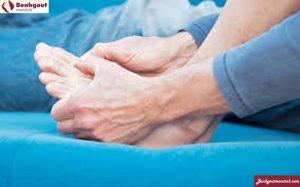 Nguyên nhân và biểu hiện của bệnh gout - Đau nhức khớp chân, tay gây khó vận ddoongj và sinh hoạt